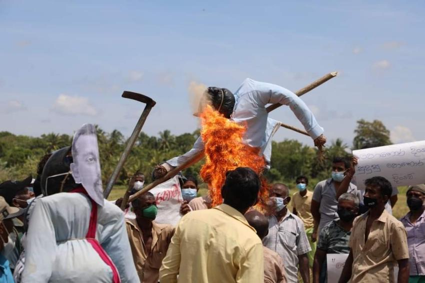 லுனுகம்வெஹெராவில் நடைபெற்ற விவசாயிகள் போராட்டத்தில் எதிர்க்கட்சித் தலைவர் சஜித் பிரேமதாசா பங்கேற்றார்