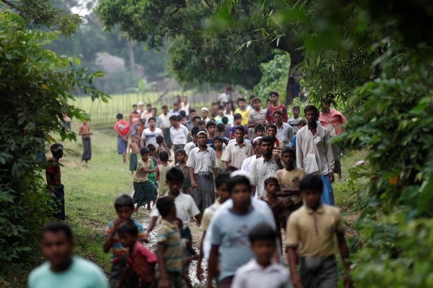 மியான்மரில் ராணுவத்துக்கு எதிராக தொடரும் தாக்குதல்கள் : தாய்லாந்தில் தஞ்சமடைந்த பொதுமக்கள்
